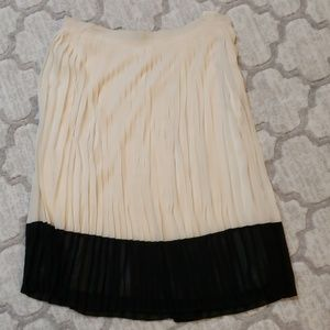 NWOT. Color block cream and black A-line skirt